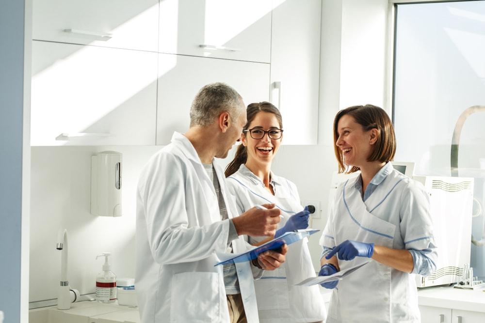 Les différents rôles des membres de l'équipe dentaire