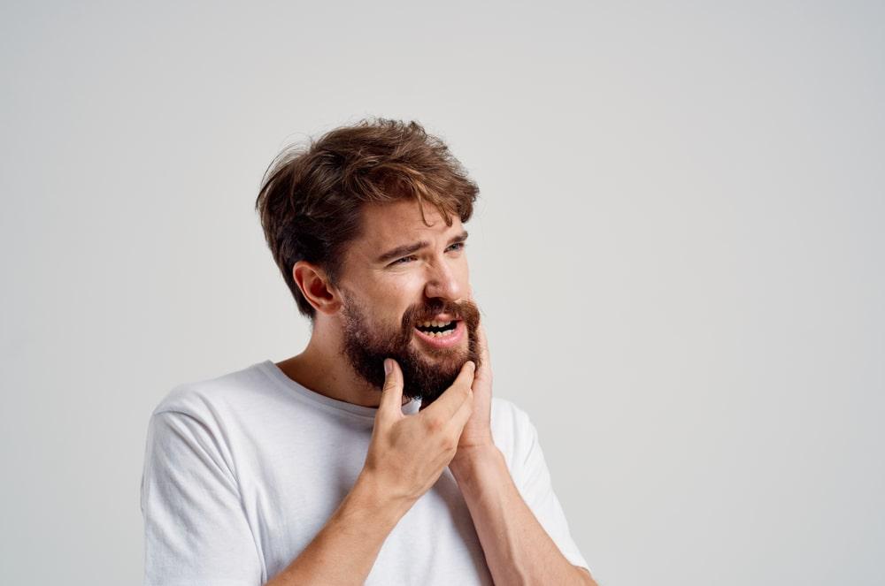Un patient souffre de symptômes buccodentaires