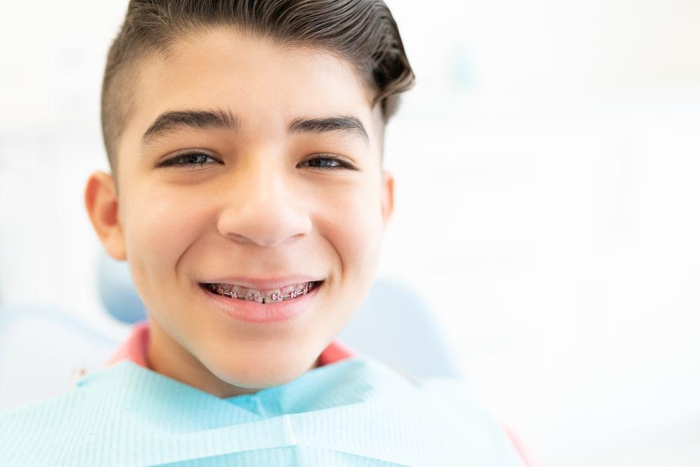 Un traitement en orthodontie chez un ado